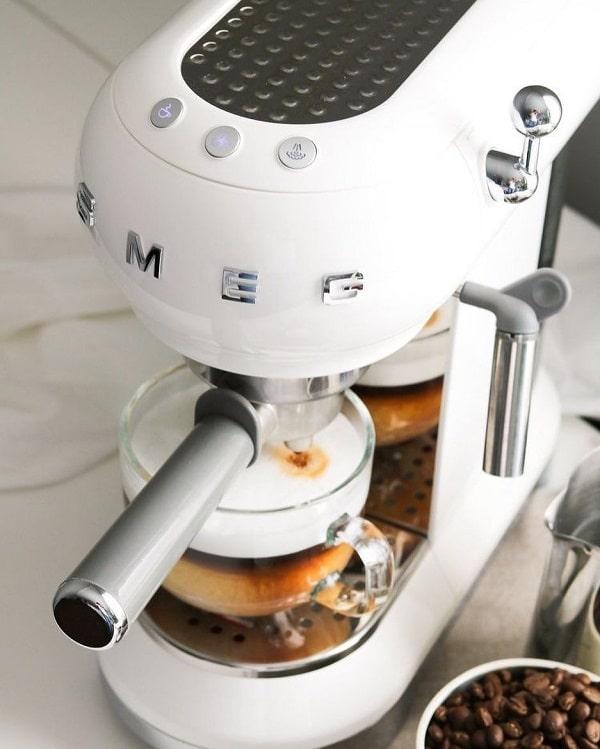 Cafetera Smeg blanca